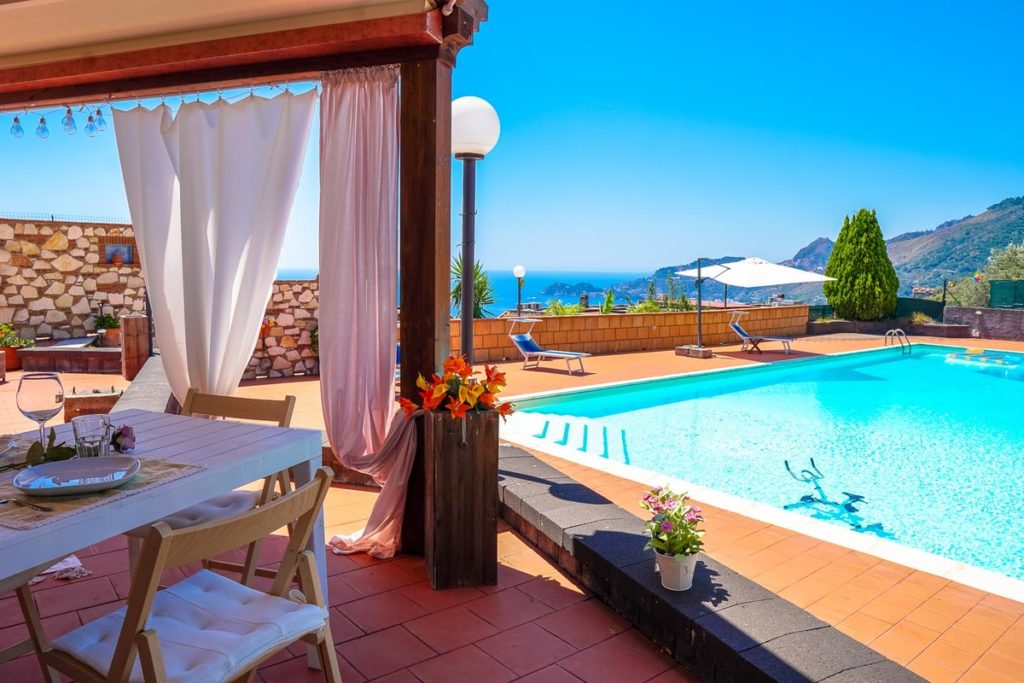 House with pool in Sicily